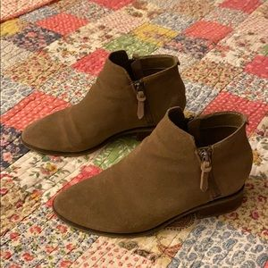 Steve Madden Arper ankle booties size 8.5 tan